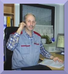 Martin Heins ist Kfz-Meister und gründete die Firma 1987. Er führt den Kfz-Handel, dies umfasst den An- und Verkauf von Neu- und Gebrauchtwagen, sowie den Verkauf von Jahreswagen, Tageszulassungen und Leasingrückläufern